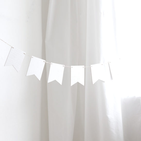 dřevěná girlanda bílá svatební