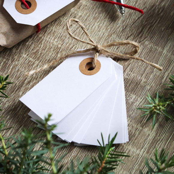 papírové štítky bílé